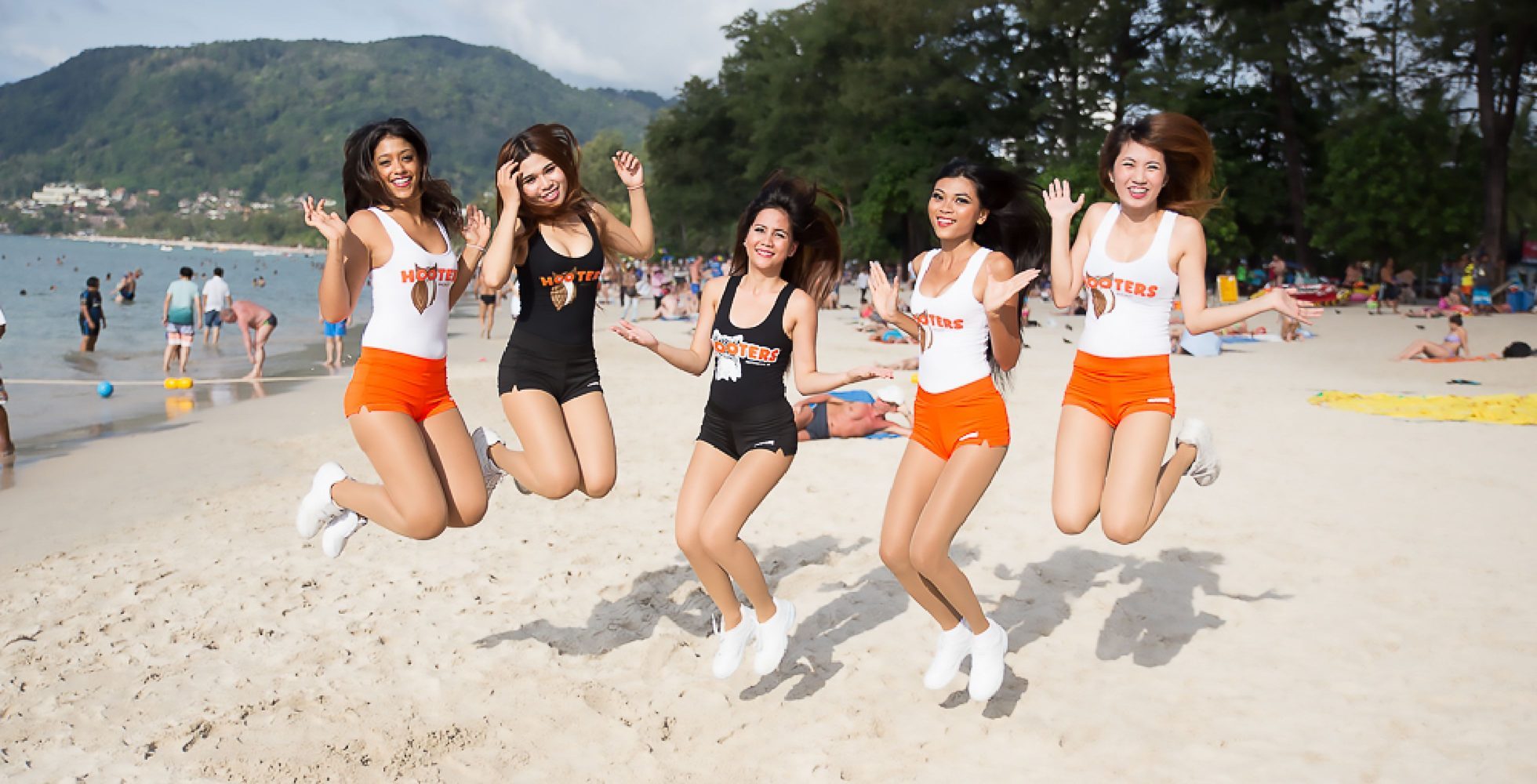 Hooters-Social-Media-Marketing